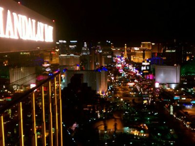 2-Hour Las Vegas Strip Walking Tour with Photographer