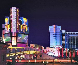 Las vegas casinos on the strip with printable map for Cheap hotels near las vegas motor speedway