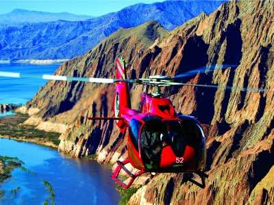 golden-eagle-and-the-vegas-strip-in-las-vegas-helicopter-tour