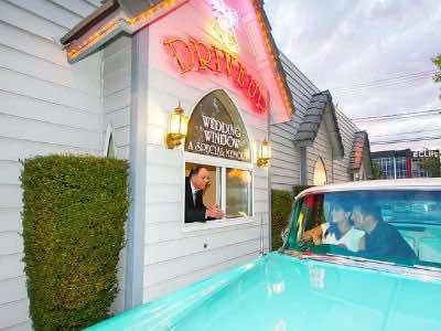 Las Vegas drive thru wedding