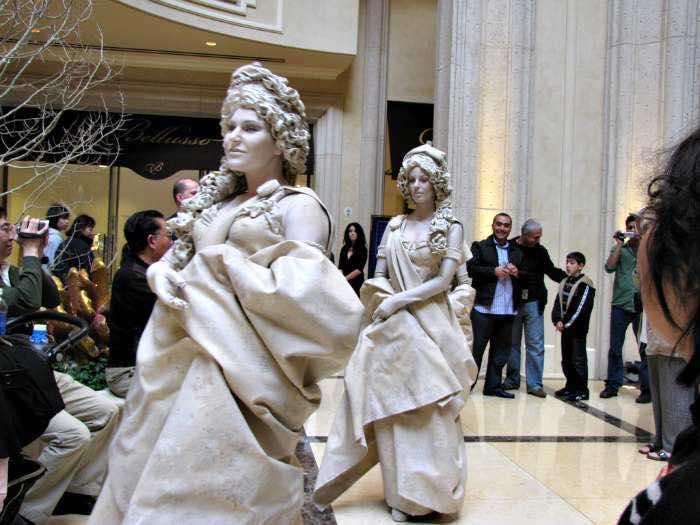 living-statues-venetian-las-vegas