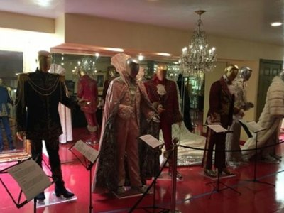 Michael Jackson Thriller Villa and Liberace Tour with Lunch and Photos