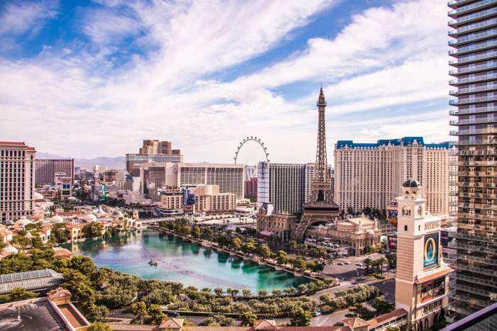 Paris hotel in Las Vegas vs. real Paris - L'Arc de Triomphe