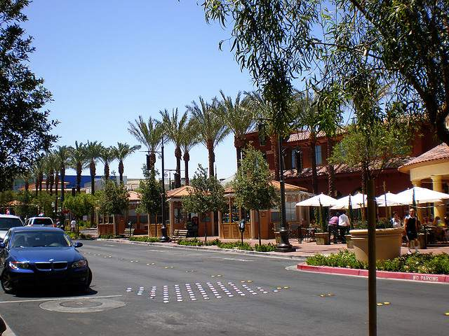 Things to do at town square las vegas for Cheap hotels near las vegas motor speedway