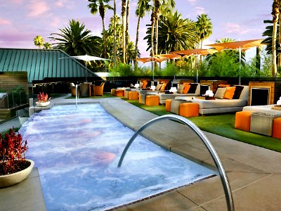 Las Vegas Bare Pool Lounge At Mirage Hotel