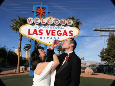 weddings at the Welcome to Fabulous Las Vegas Sign