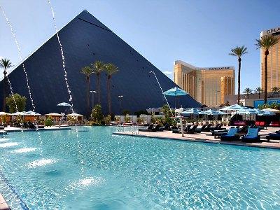 Las Vegas Temptation pool at Luxor