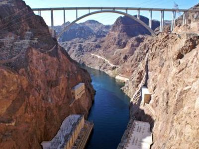 Ultimate hoover dam tour with walk on top